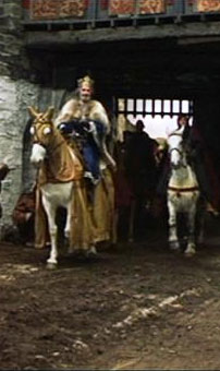 Roman Polanski's MacBeth: King Duncan arrives at MacBeth's castle