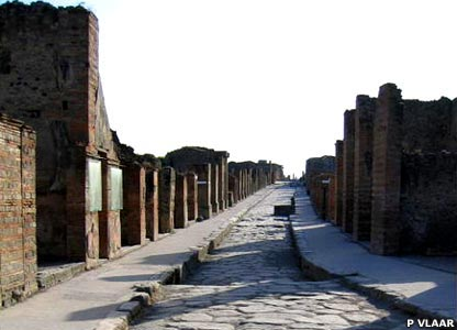 Not on the map, this unidentified street typifies those in Pompeii